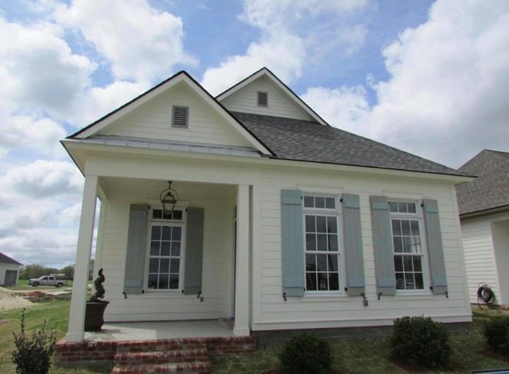 This beautiful home in Teche Ridge could be yours! Open 7 days a week by appoint…