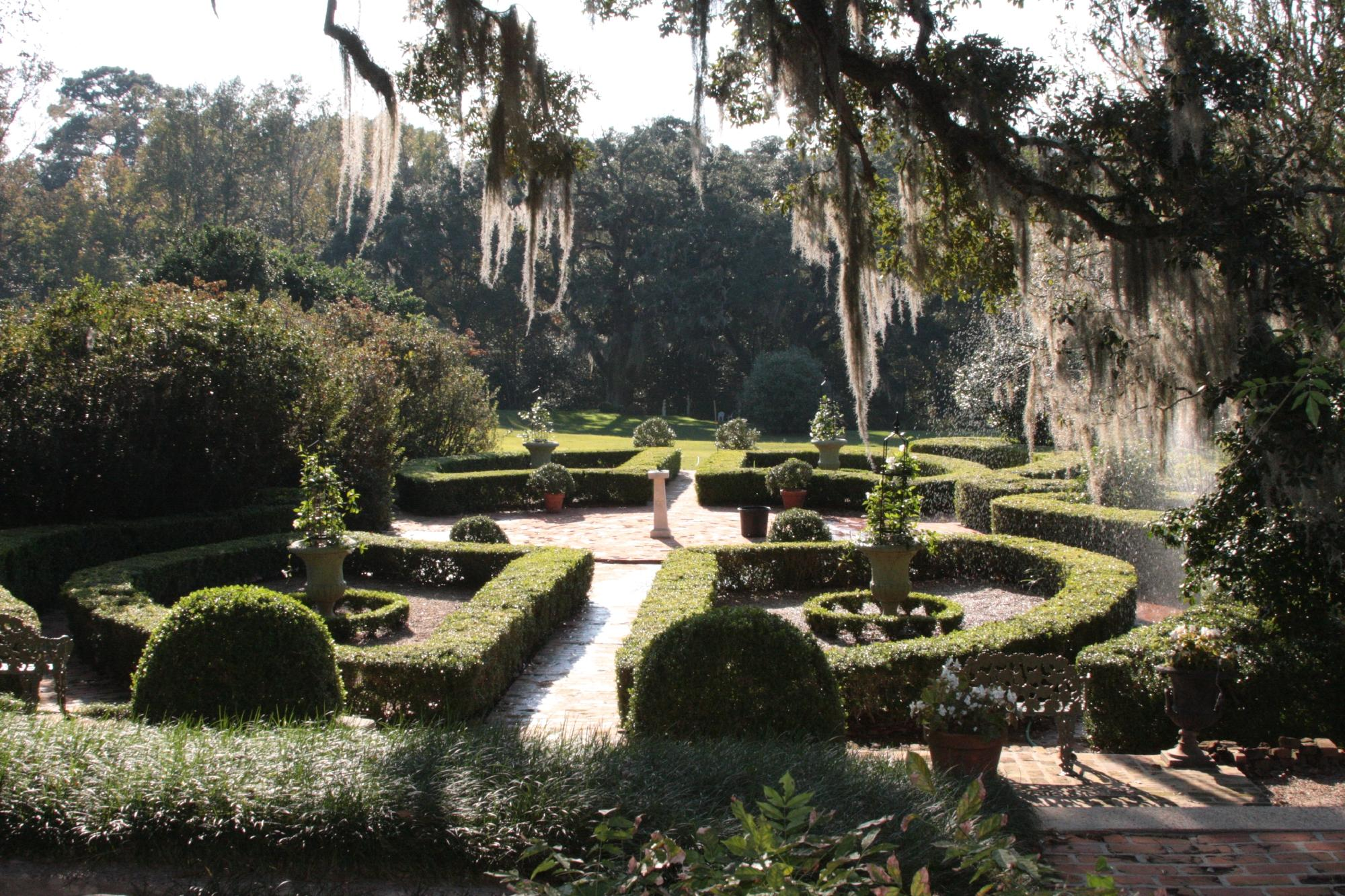 You Can't Pass Up A Visit To These Hidden Gardens In Louisiana